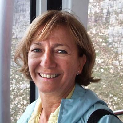 Dr. Rita Kövi
